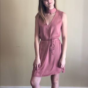 V-neck Shift Dress with Attached Choker